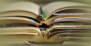 books-2158773_1920